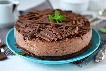 Chocolate cheesecake with mascarpone, chocolate biscuit and ganache Standard-Bild