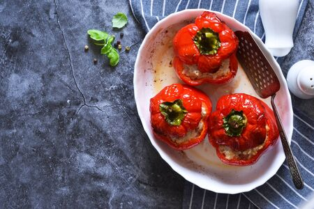 Baked peppers with meat and rice on a concrete background. View from above. Imagens