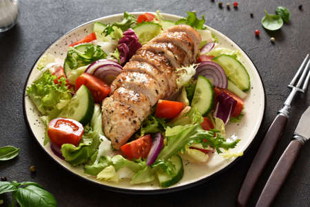 Mix of lettuce, tomatoes and grilled chicken fillet.