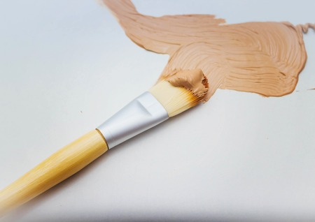 flaws: Flat brush in foundation