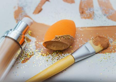 Smears of foundation, sponge for professional make-up