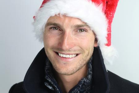 hombre con sombrero: christmas time - smiling man