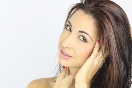 belle brune: Portrait d'une belle jeune femme Banque d'images