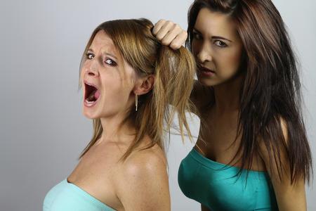 revenge: Las mujeres j�venes que luchan Foto de archivo