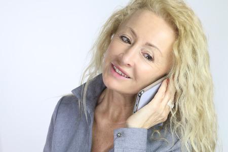 llamando: madura hermosa mujer llamada