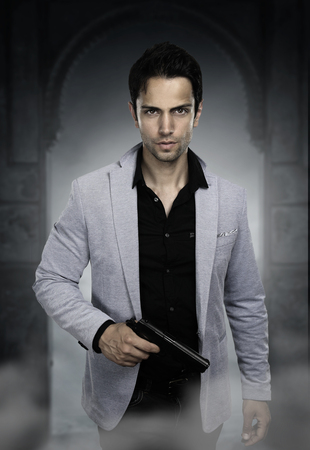 Young man holding a gun Standard-Bild