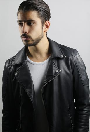 chaqueta de cuero: Hombre de la manera que llevaba una chaqueta de cuero