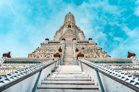 Wat Arun buddhist temple with stairs in foreground during bright sunny day and blue sky, Bangkok, Thailand Imagens