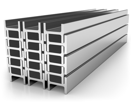 firmeza: Pila de vigas de hierro aisladas sobre fondo blanco