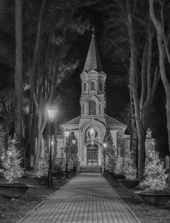 colore: Church in the night