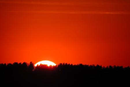 bellow: Sol que se esconde abajo de la l�nea de horizonte