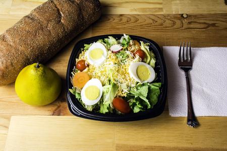 queso rallado: jardín pera ensalada y pan