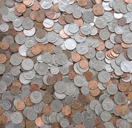 monedas sueltos de Estados Unidas, como fondo. Penny, dime, níquel y cuartos.