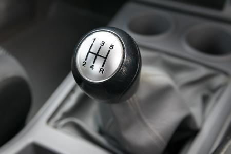 Inter de voitures. manuelle changement de vitesse de transmission. Banque d'images - 46050051