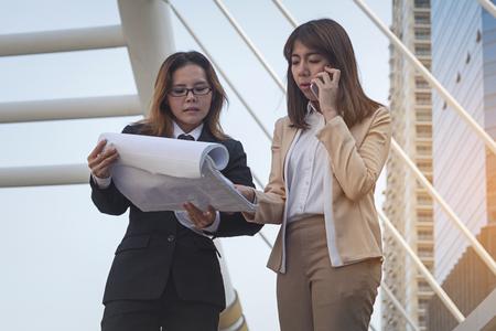 Two businesswomen worker handshaking on construction site Lizenzfreie Bilder
