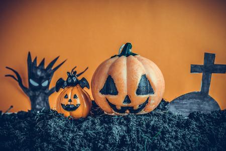 Halloween Pumpkins on soil Standard-Bild