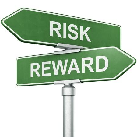 「報酬」と反対方向に「リスク」との標識の 3 d レンダリング 写真素材