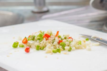 picada: Picado chile picante rojo y verde y el ajo ingrediente