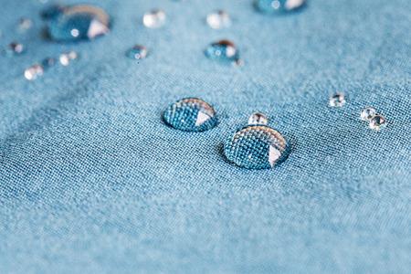 textil: waterprof tela con gotas de agua Foto de archivo
