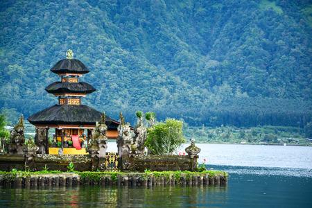 Pura Ulun Danu Bratan Hindu-Tempel am Bratan See Bali Indonesien Standard-Bild - 40624216