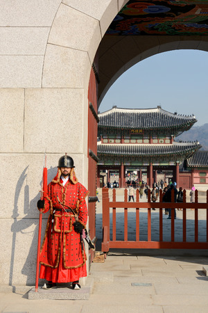 royal guard: SEOUL, SOUTH KOREA - OCTOBER 3, 2014 : Royal guard at Gwanghwamun Gate, the entrance of Gyeongbokgung Palace in Seoul, South Korea.
