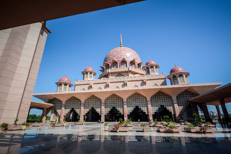 malaysia culture: PUTRAJAYA, MALAYSIA - MAY 25, 2015 : Putra Mosque Masjid Putra is the principal mosque of Putrajaya, Malaysia. Construction began in 1997 and was completed two years later.