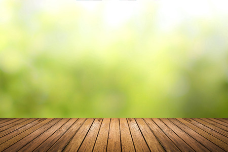 Brown grunge wooden floor with abstract blurred background in light green nature tone color. use for backdrop or web design in environment concept. Banque d'images