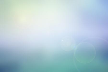 himmel hintergrund: Abstrakt Pastell Himmel verschwommen Hintergrund in bunten Ton blau, violett, türkis und gelb mit hellem Sonnenlicht und Flare, verwenden für Hintergrund oder Web-Design im Sommer Konzept Lizenzfreie Bilder