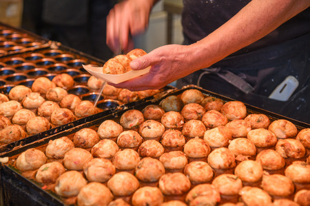 Cooking process of Takoyaki, popular delicious snack and famous japanese street food in Japan Archivio Fotografico