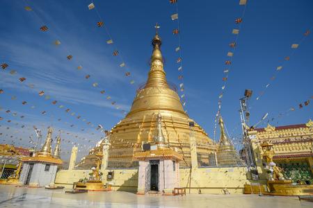 Botataung-pagode, één van beroemde gouden pagode dichtbij Nat Bo Bo Gyi (de naam van beschermergeest) in Yangon, Myanmar