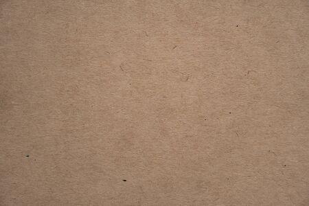 Fondo o contesto di struttura della carta riciclata marrone astratta. Vecchio cartone vuoto o cartone riciclato per elemento di design. Semplice superficie granulosa beige per la presentazione del modello di diario.
