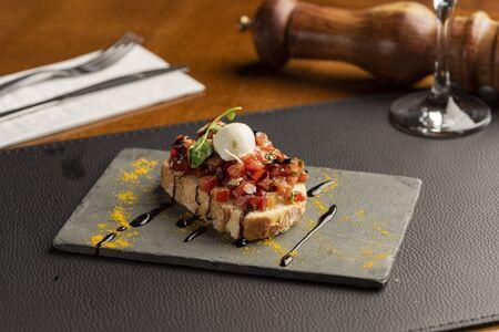 Plate with steak tenderloin with fettuccine pasta and pepper sauce Zdjęcie Seryjne