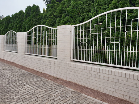Solid iron fence fence in white for protection and safety Zdjęcie Seryjne