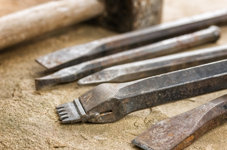 chisel: Several chisels with a mallet