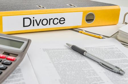 dissolution: Folder with the label Divorce