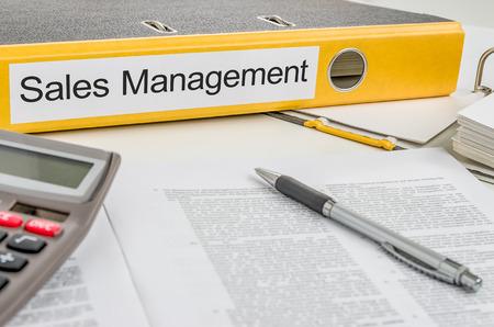 document management: Carpeta con la Gesti�n de la etiqueta Ventas Foto de archivo