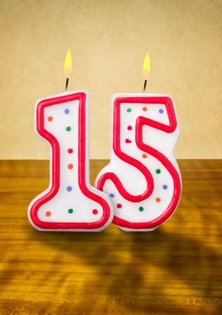 geburtstagskerzen: Brennende Geburtstagskerzen Zahl 15 Lizenzfreie Bilder