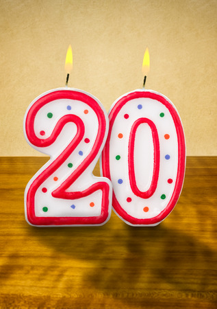 geburtstagskerzen: Brennende Kerzen Geburtstag Nummer 20 Lizenzfreie Bilder