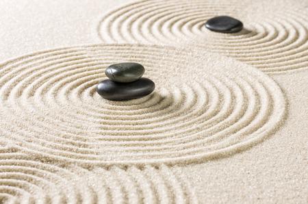 Japanse Zen-tuin met zwarte steentjes