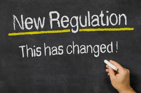 remission: Lavagna con il testo Nuovo regolamento