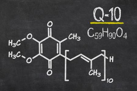 코엔자임 Q10의 화학 공식을 가진 칠판 스톡 콘텐츠