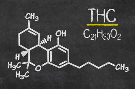 Pizarra con la fórmula química del THC Foto de archivo - 32276392