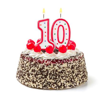 Geburtstagstorte mit brennenden Kerze Nummer 10
