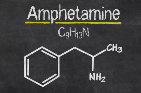 amphetamine: Pizarra con la f�rmula qu�mica de anfetamina