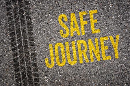 caja fuerte: Carril con el texto viaje seguro