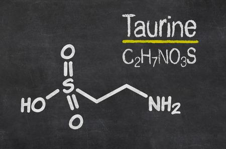 타우린의 화학식과 칠판