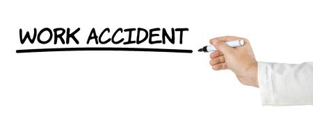 accidente de trabajo: Mano con pluma de escribir Accidente de trabajo Foto de archivo
