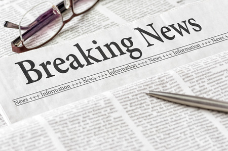 A newspaper with the headline Breaking News Stockfoto