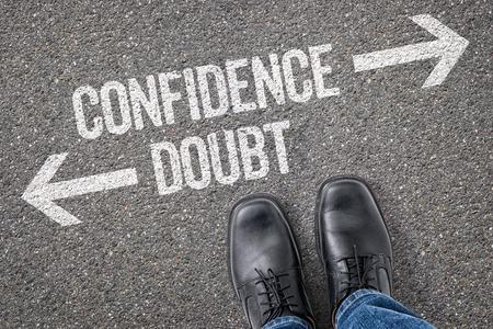 confianza: Decisi�n en una encrucijada - La confianza o Doubt Foto de archivo