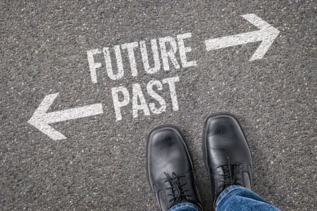 Decisione a un bivio - futuro o nel passato Archivio Fotografico - 38365806